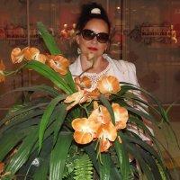 В Москве столько цветов,что так и хочется среди них сфотографироваться! :: Нина Андронова