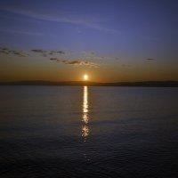 Рассвет на озере :: Анатолий Цыганок