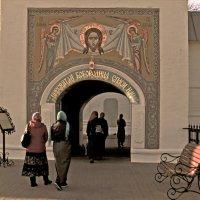 Вход в Толгский монастырь :: Нина Синица