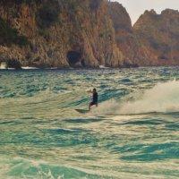 Обгоняя волну... :: Sergey Gordoff