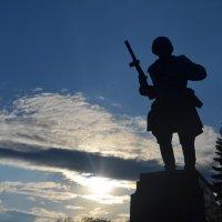 Великие Луки. Памятник Александру Матросову :: Владимир Павлов