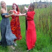 Танец трех прекрасных девушек :: Pavlov Filipp