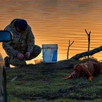У каждого своё занятие на рыбалке ... :: Евгений Хвальчев