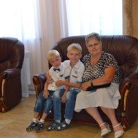 Бабуля и внуки... :: Георгиевич
