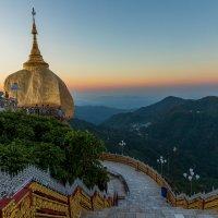 Рассвет в Мьянме :: Евгений Печенин