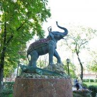 Мальчик на слоне. Сквер Дружбы народов .Краснодар. :: Alexey YakovLev