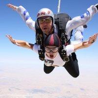 Прыжок с парашютом в тандеме. :: Светлана Хращевская
