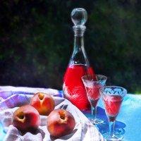 Натюрморт с ягодной настойкой :: Елена Макарова