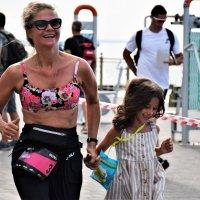 На финиш с группой поддержки :: Марина