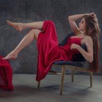 Девушка в красном :: Vladimir Voronoff