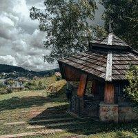 Часовня в горном селе. :: Евгений Мокин