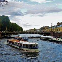 Плотный траффик на Фонтанке реке... :: Sergey Gordoff