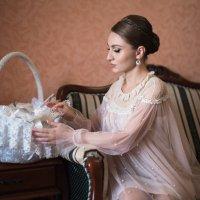 Альбина и корзина с мёдом... :: Батик Табуев