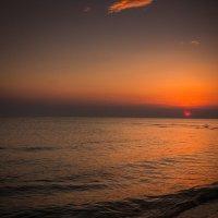 Wschód słońca na plaży :: Janusz Wrzesień