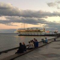 Тихий вечер на набережной :: Татьяна