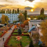 В детский садик не спеша, по листве идём шурша. :: Виктор Малород