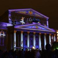 Большой балет на фасаде Большого :: Андрей Лошаков