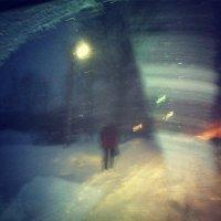 Темень, снегопад, дворники и девушка :: Кира Стаматина