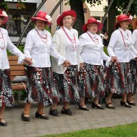 Возьмёмся за руки, бабули! :: Ирина Данилова