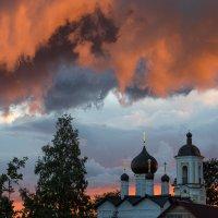 Тревожный закат :: Ирина Чикида
