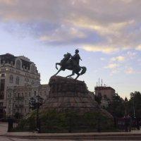 Памятник Богдану Хмельницкому :: Николаева Наталья