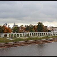 Осень над Ярославовом дворищем :: Евгений Никифоров
