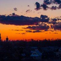 Закат над нашим городком. :: Ирина Чикида