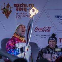 как он рад огню! :: Евгений Лавров