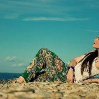 Девушка на берегу :: Jury Pant