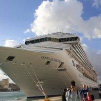 Cosna Favolosa- вполне приличное судно для путешествия по воде. :: Светлана