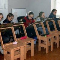 Юные художники на уроке. :: Людмила Жданова