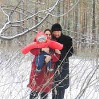Семья в зимнем лесу :: Sofigrom Софья Громова