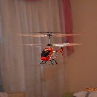 Вертолет в полёте / игрушка :: Юлия Каленюк