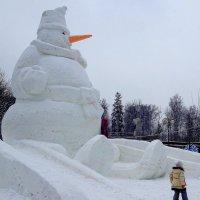 Москву захватили снеговики-гиганты! :: Юлия Годовникова