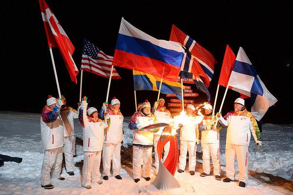 Новости в фотографиях - Олимпийский огонь 2014 глазами иностранных журналистов