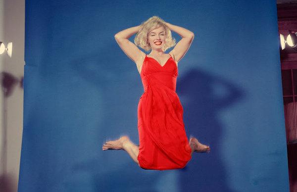 Мэрилин Монро в серии фотографий Филиппа Хальсмана «Прыжок»