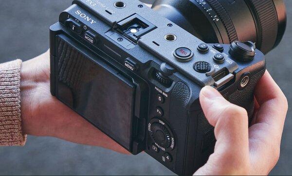 Sony запускает полнокадровую камеру с эффектом кинематографии (Обзор!)