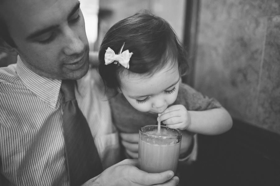 Дочь пристает к отцу