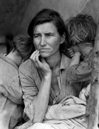 Мать семьи мигрантов - эмоции человека фото