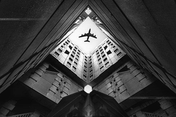Город и самолёт. Автор фото: christophe correy photo - Удачные кадры