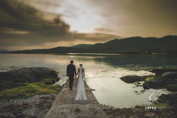 Свадебные портреты на фоне заката