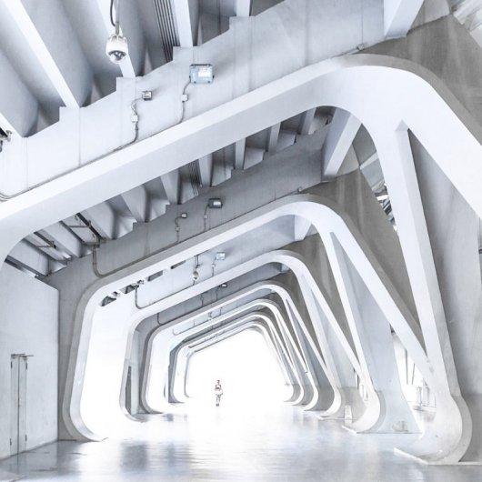Архитектурные фото с белыми абстракциями