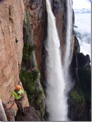 водопад Анхель вблизи