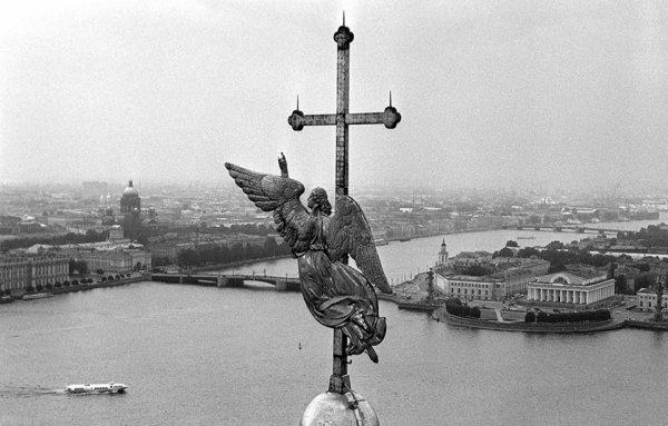 Над городом. 1980−1990 гг.