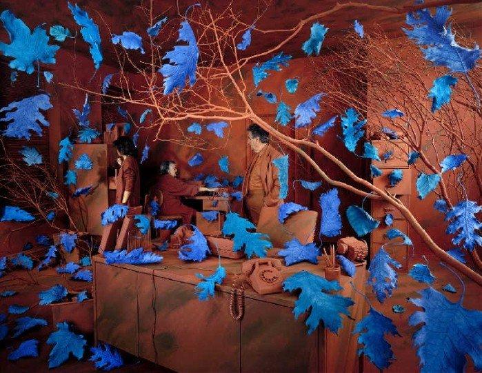 Баланс между фантазией и реальностью от фотографа Sandy Skoglund - №11