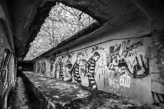 Bare USA: модели в заброшенных местах - №10