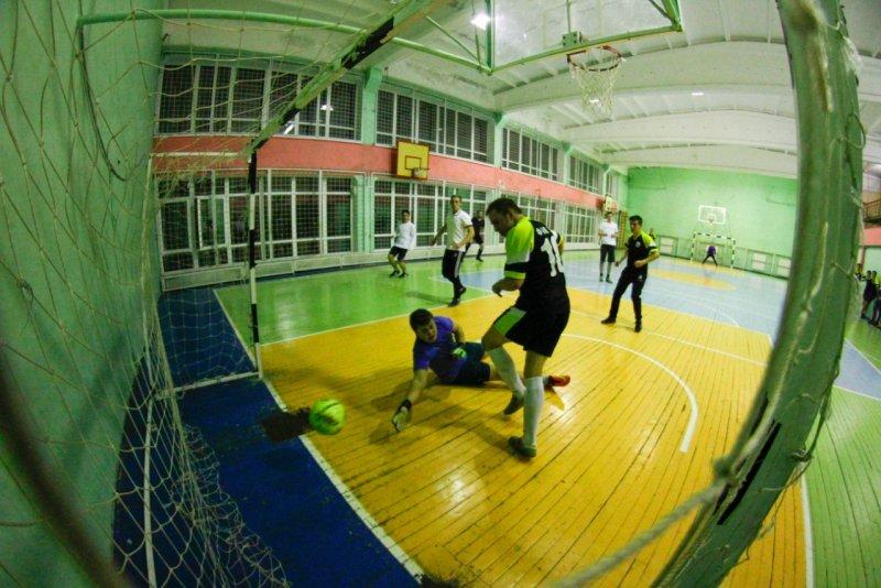Забитый мяч в ворота ФК Драккар
