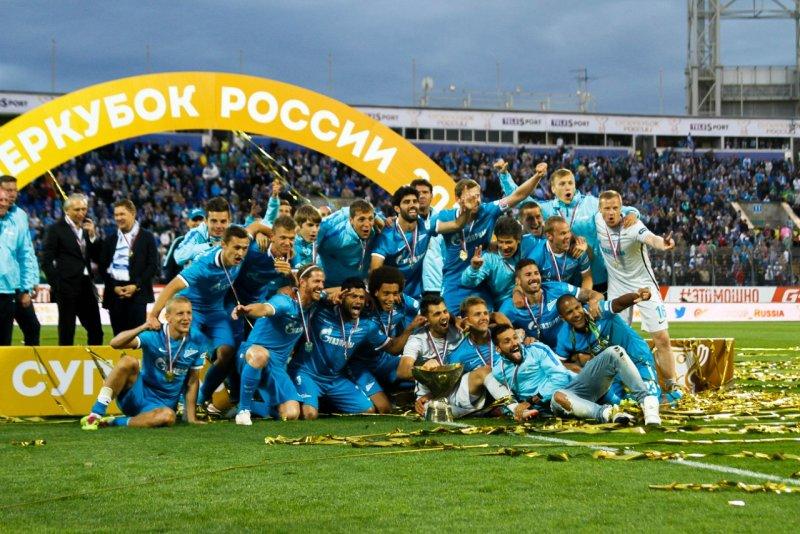 Игроки Зенита празднуют победу