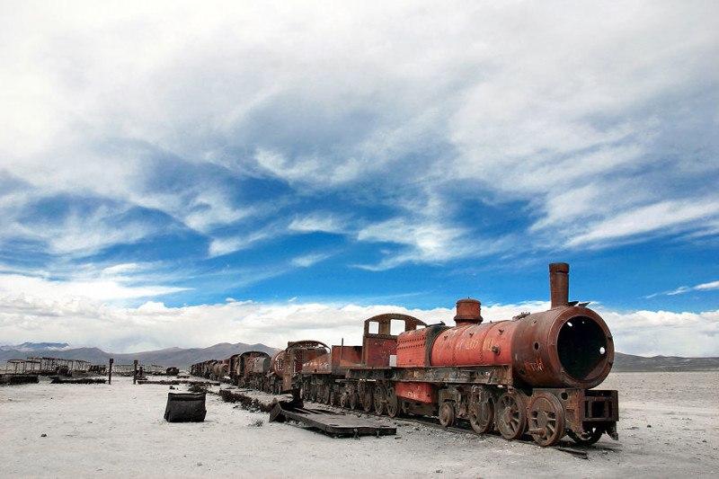 Брошенный поезд в окрестностях солончаков Уюни, Боливия