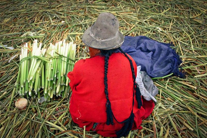 Племя урос живет на плавучих островах озера Титикака
